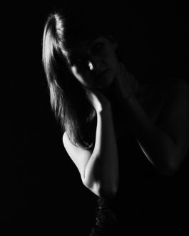 Beauty of Darkness, Low Key Foto 1